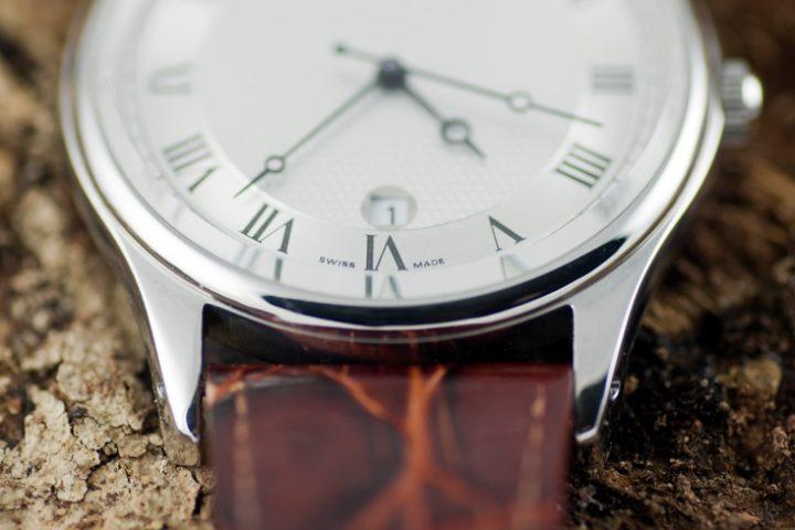 Zerkratztes Uhrenglas aus Mineralglas
