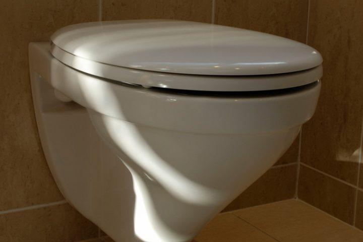 Wand WC montieren