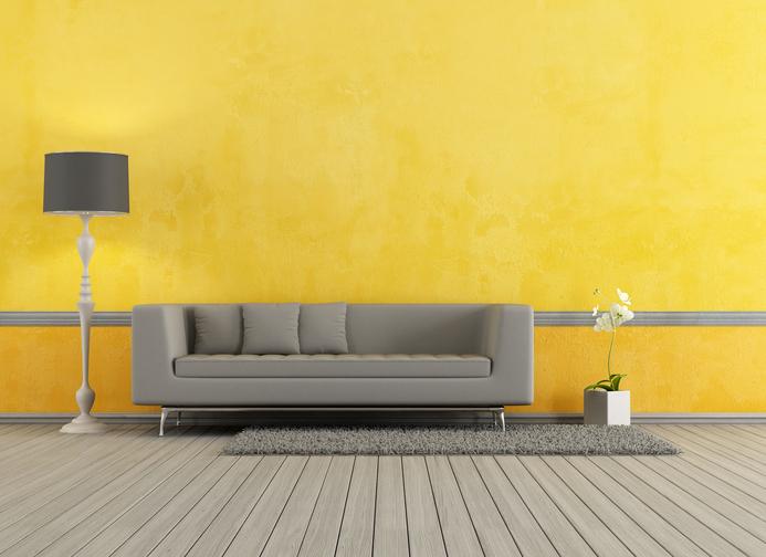 Decorar Un Sofa Con Colores Amarillo Y Gris Y Plateado