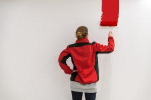 Wandfarbe auftragen