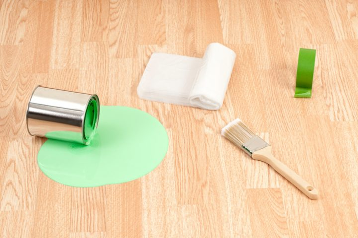 Wandfarbe auf dem Boden