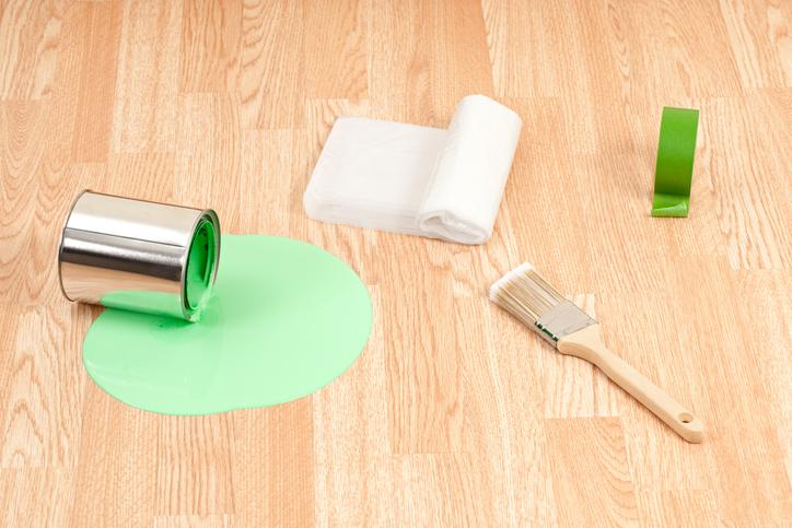 wandfarbe vom boden entfernen so geht 39 s. Black Bedroom Furniture Sets. Home Design Ideas