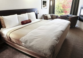 was ist ein boxspringbett definition aufbau. Black Bedroom Furniture Sets. Home Design Ideas