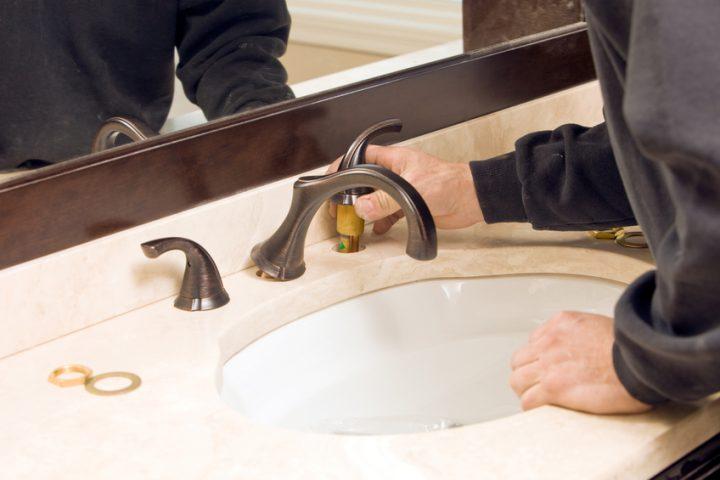 Waschbecken Armatur installieren