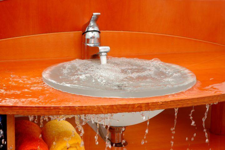 Waschbecken Überlauf verstopft