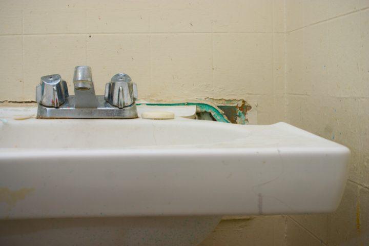 Waschbecken Riss