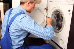 Waschmaschine Wasser läuft aus