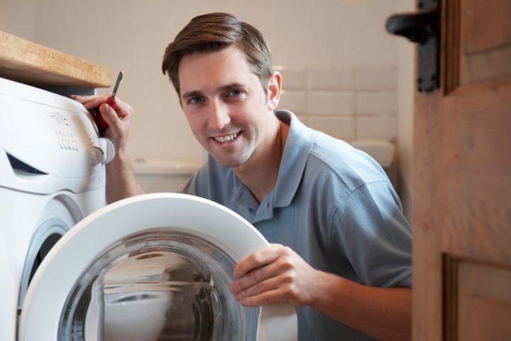 Waschmaschine und Waschtisch