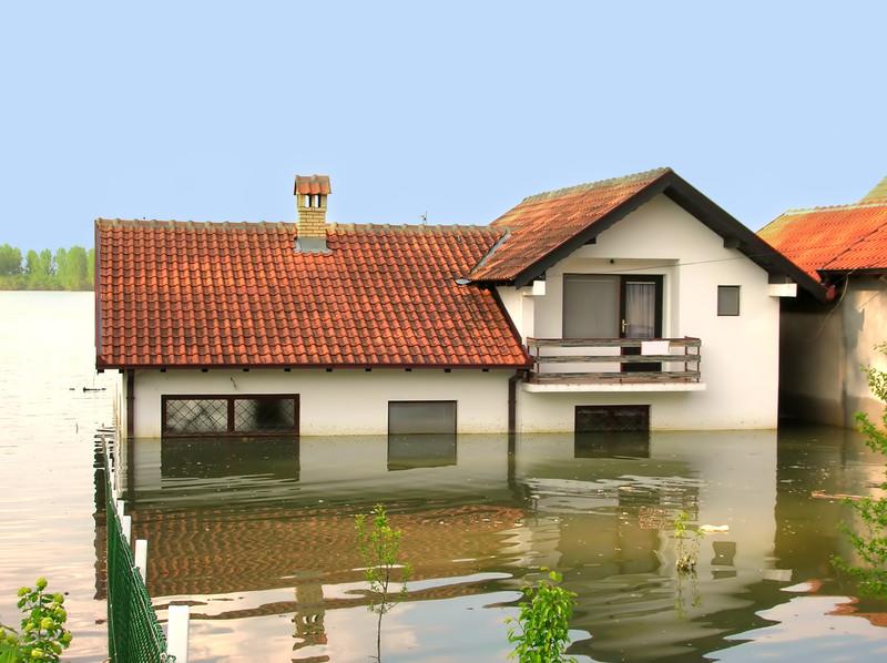 Wasser im Keller – wann zahlt die Versicherung?