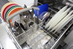 Wasser steht in Spülmaschine
