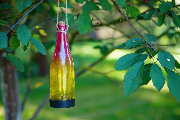 Windlicht aus Weinflasche basteln » Kreative Ideen