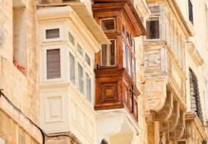 Wintergarten unter Balkon » Das sollten Sie beim Bau beachten