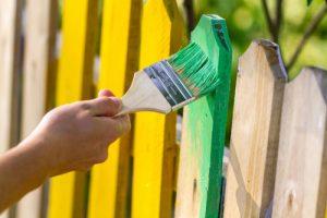 Zaun sprühen oder streichen