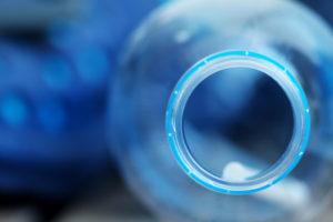 abfluss-verstopft-wasserflasche