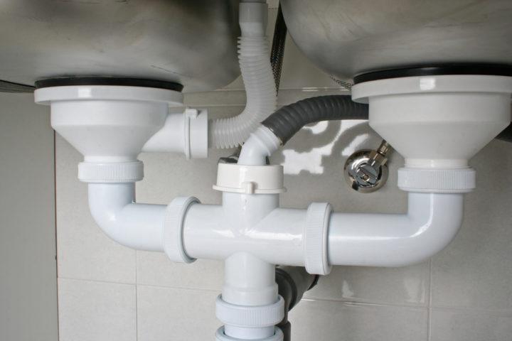 ablaufschlauch-spuelmaschine-undicht