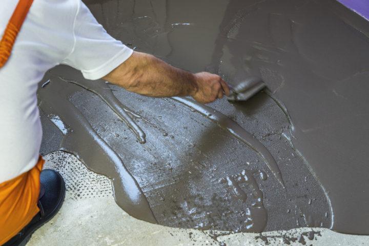 ausgleichsmasse-auf-teppichkleber