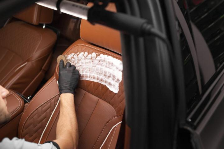 autositze-reinigen-mit-rasierschaum