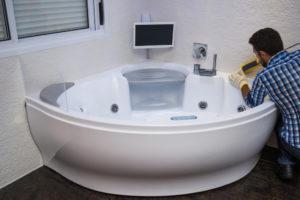 badewanne-auf-holzbalkendecke