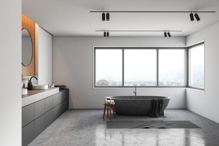 badezimmer-grauer-boden-weisse-wand