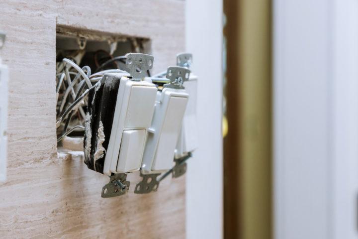 badluefter-mit-lichtschalter-verbinden