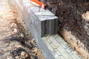 betonsteinmauer-bauen