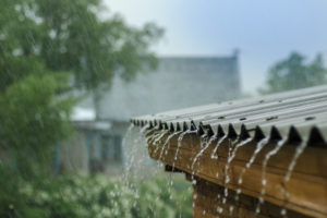 blechdach-geraeusche-bei-regen