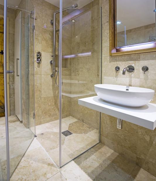 abdichtung dusche so kriegen sie ihre dusche dicht. Black Bedroom Furniture Sets. Home Design Ideas