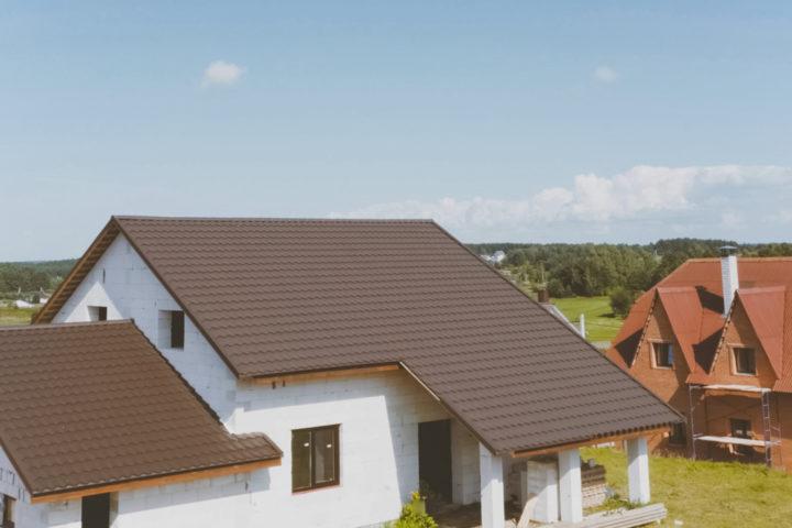 braunes-dach-welche-fassadenfarbe