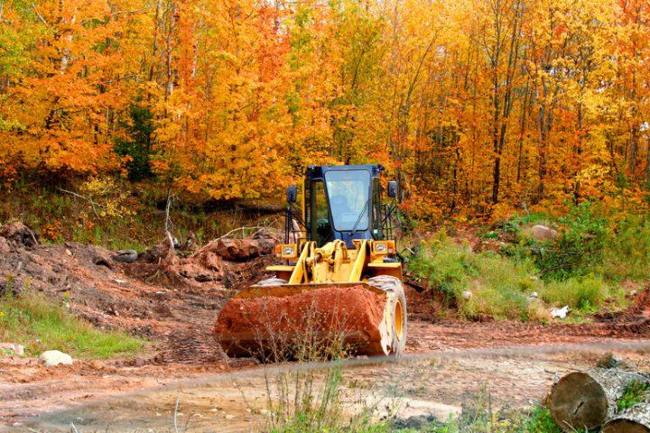 Haus bauen im Herbst