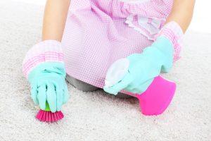 Fettflecken aus Teppich entfernen