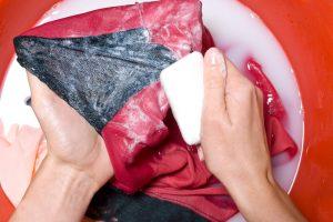 Ölflecken auf Kleidung