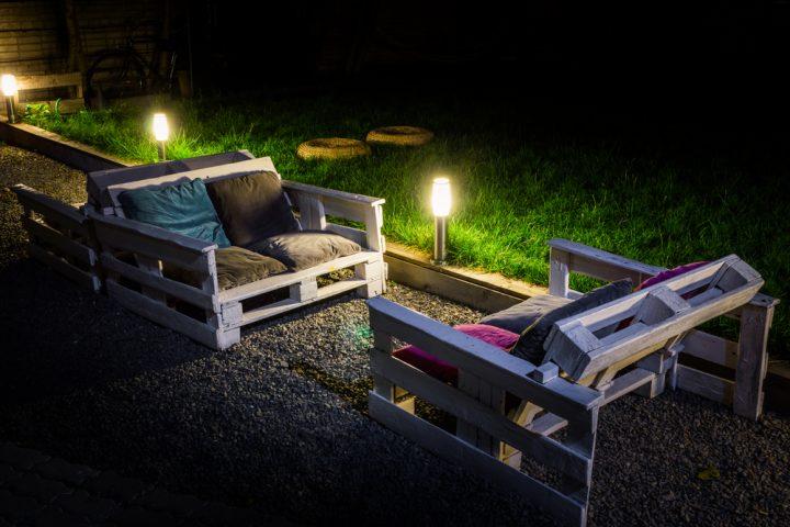 Couch aus Paletten selber bauen » So wird\'s gemacht