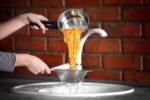 darf-man-kochendes-wasser-in-den-abfluss