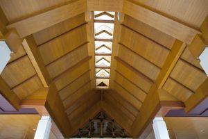 Deckenpaneele aus Holz