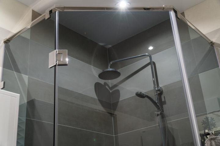 duschdichtung-auf-gehrung-schneiden