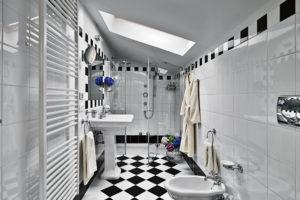 dusche-dachschraege-kleines-bad