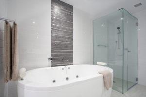 dusche-und-badewanne-nebeneinander