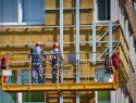Planen Sie die Montage von neuen Fassadenplatten am Gebäude