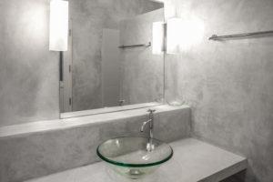 feuchtraumputz-badezimmer-auf-fliesen