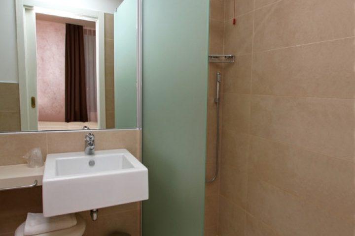 Freistehende Duschwand