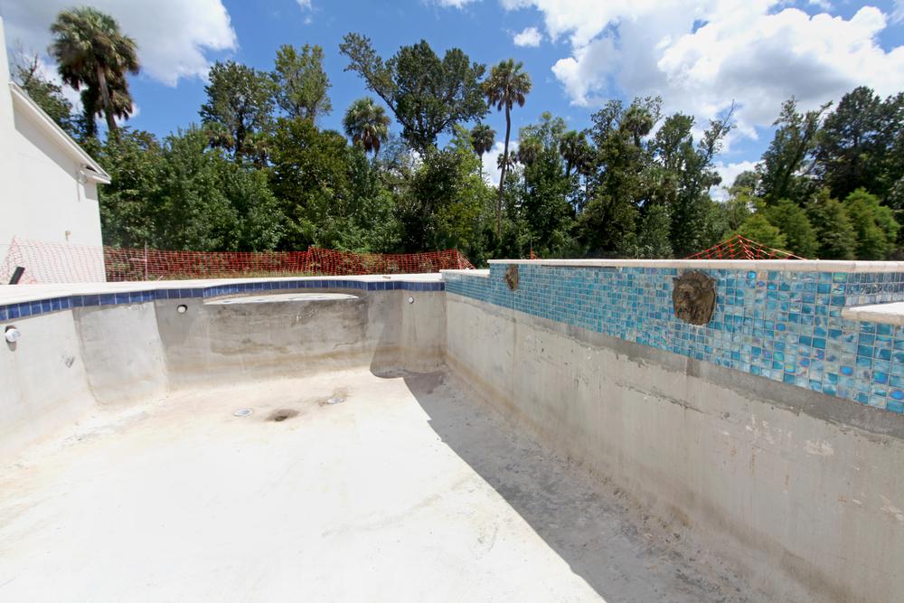 pool im boden einlassen gallery of den pool selbst bauen. Black Bedroom Furniture Sets. Home Design Ideas