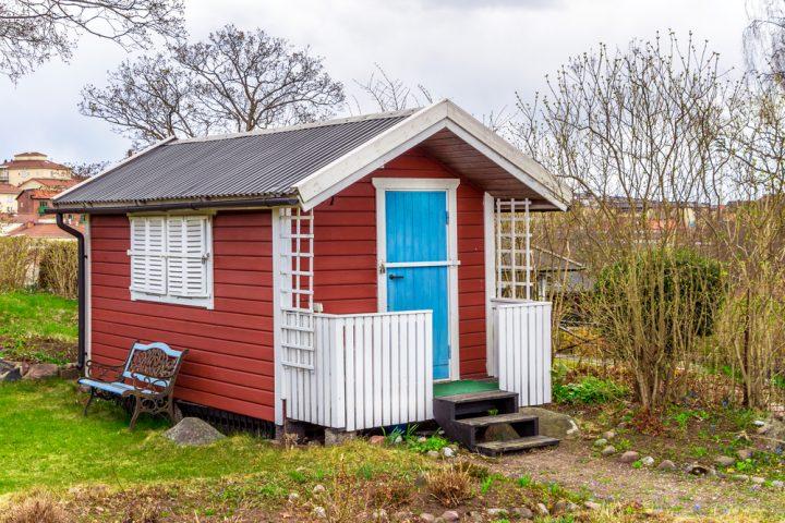 gartenhaus-schwedenrot-streichen