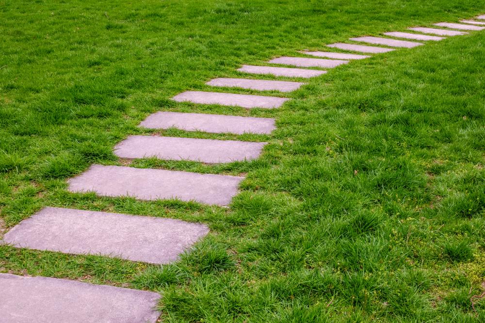 Fabelhaft Gehwegplatten im Garten verlegen » So wird's gemacht &HJ_59