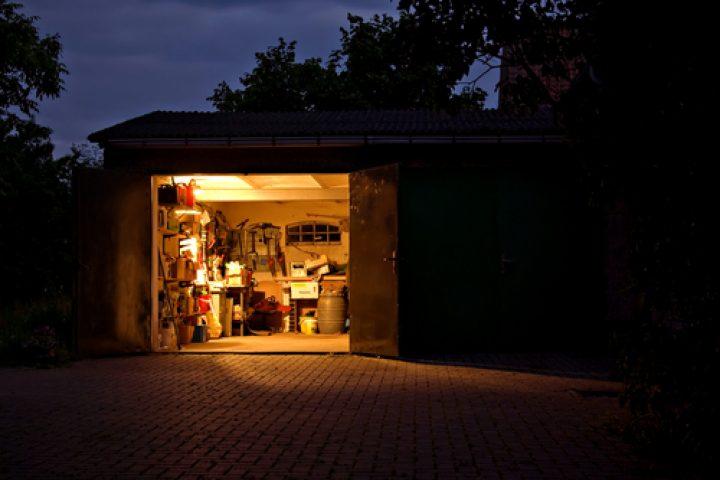 geraeteschuppen-an-garage-anbauen