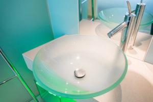 glas-waschbecken-reinigen