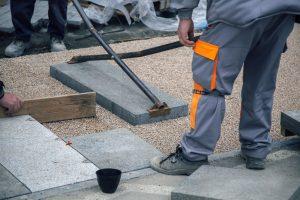 granitplatten-verlegen-in-splitt