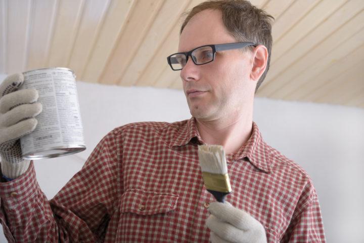 holzdecke-streichen-oder-lackieren
