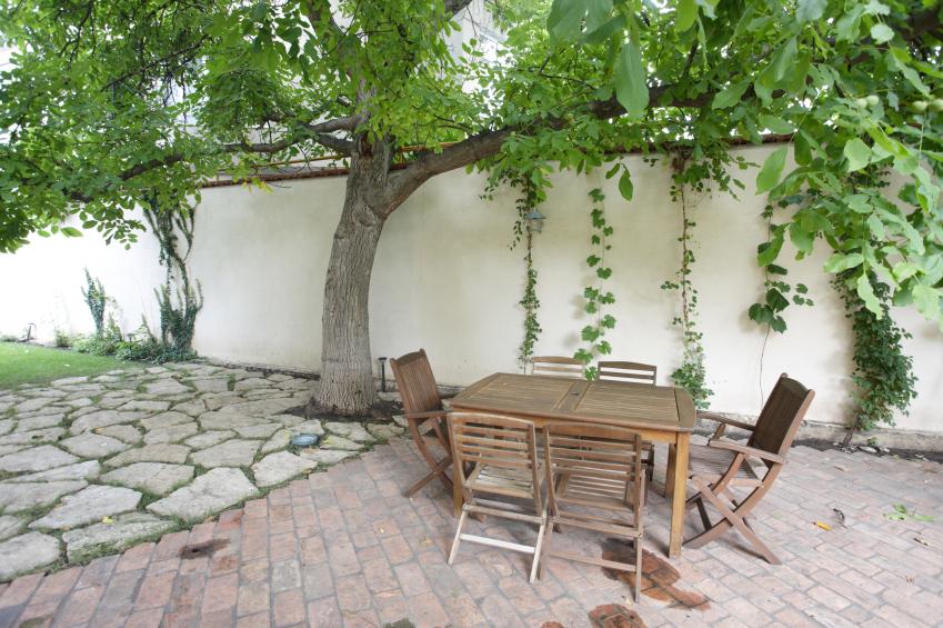 flecken auf terrassenplatten entfernen eine anleitung. Black Bedroom Furniture Sets. Home Design Ideas