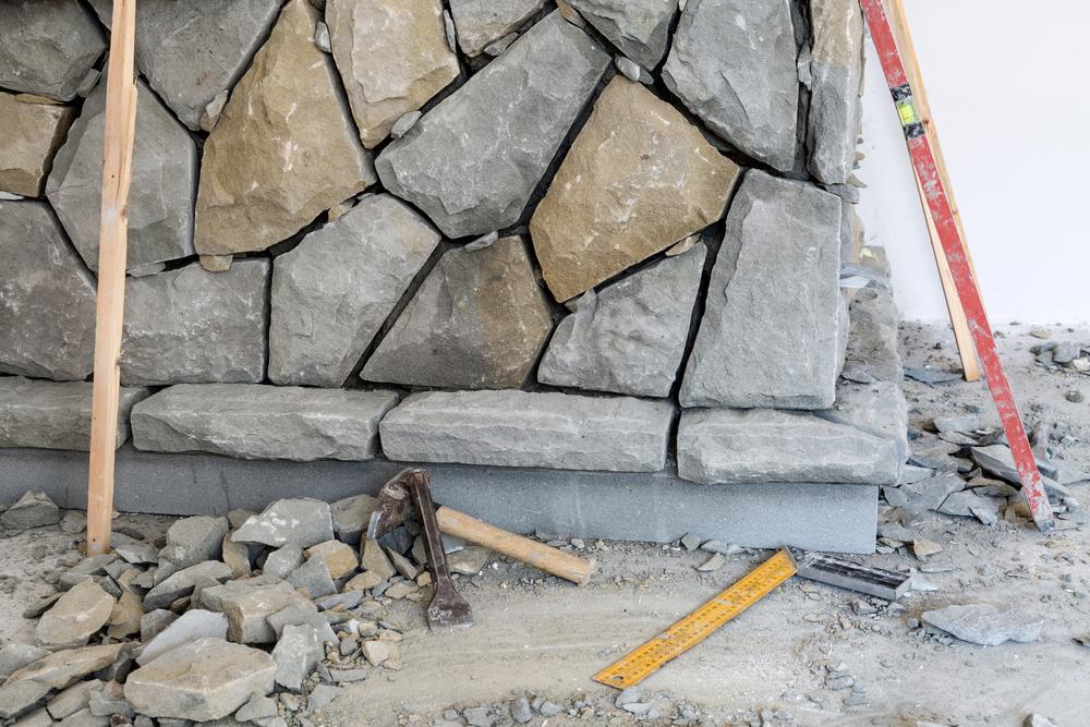 innenwand mit steinen verkleiden anleitung in 4 schritten. Black Bedroom Furniture Sets. Home Design Ideas