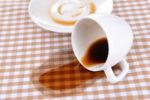 kaffeeflecken-entfernen-tischdecke